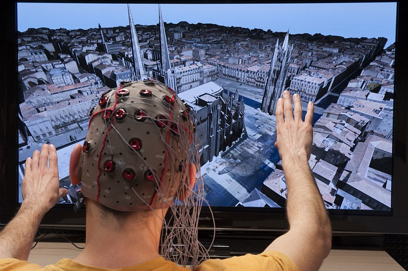Utilisation de l'EEG pour évaluer les qualités ergonomiques des interfaces 3D